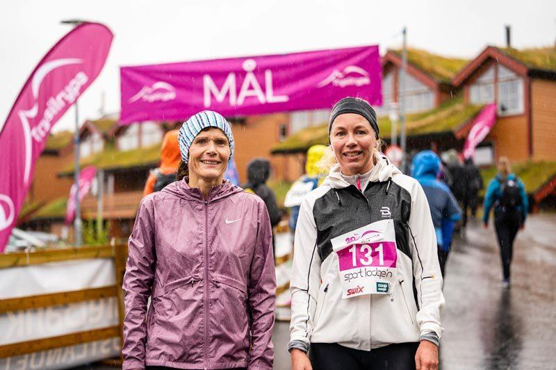 Andreplass i klassen 13-km på Trysilrypa 2019 Marit Helen Syversen (t.v.) og vinneren Julie Sofia Aas. Foto: Jonas Sjögren / Trysil.