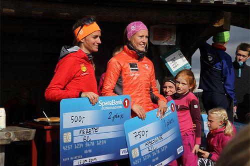 De beste damene i Landskampen Opp 2019. Fra venstre Merete Weng (nr. 2) og Karoline Simpson-Larsen. Foto: Stig-Are Øvreberg.