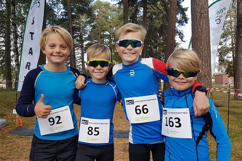 Unge deltakere og skiløpere på plass i Schjongstesten. Foto: Olav Høgset.