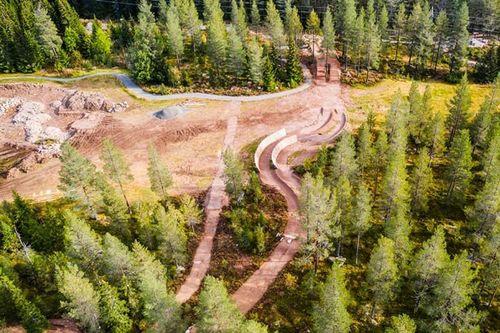 GT Bike Park utvides med en parallellslalåmløype hvor to syklister kan kjøre parallelt ned en løype med noen spektakulære elementer. Foto: Andreas Fausko / Trysil.