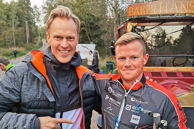 Initiativtaker Erlend Damon Stokke sammen med Joar Thele før start på 100 i Korken 2019. Foto: Team Raske Gutter.