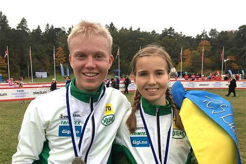 Søskenparet Martin og Emma Kirkeberg Mørk etter sine sterke prestasjoner i Lidingöloppet 2019 nå nylig. Foto: Privat.