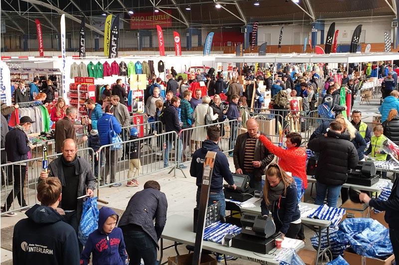 Vinterlarm i Vallhall Arena er en magnet på både leverandører og kunder, alle samler seg der. Foto: Oslo Sportslager.