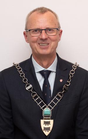 Ordførerbilde av Svein Arne Haugen tatt rett etter kommunestyremøtet der han ble valgt til ordfører. 10.10.19.