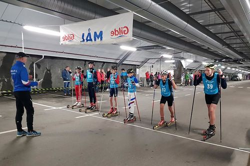 Fra rulleskikonkurransen inne i Aksla parkeringshus i Ålesund. Foto: Erling Vartdal / Emblem IL.
