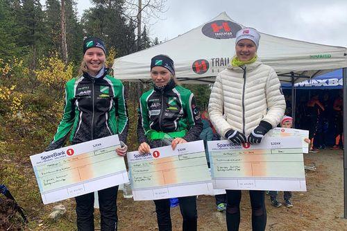 Damenes seierspall i Bringenatten Opp 2019. Foto: Knut Magne Rukke.