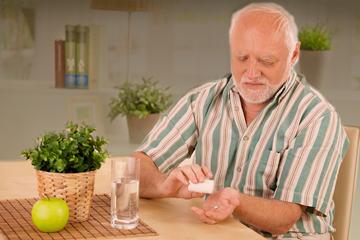 bs-Elderly-man-pill--14590277-360