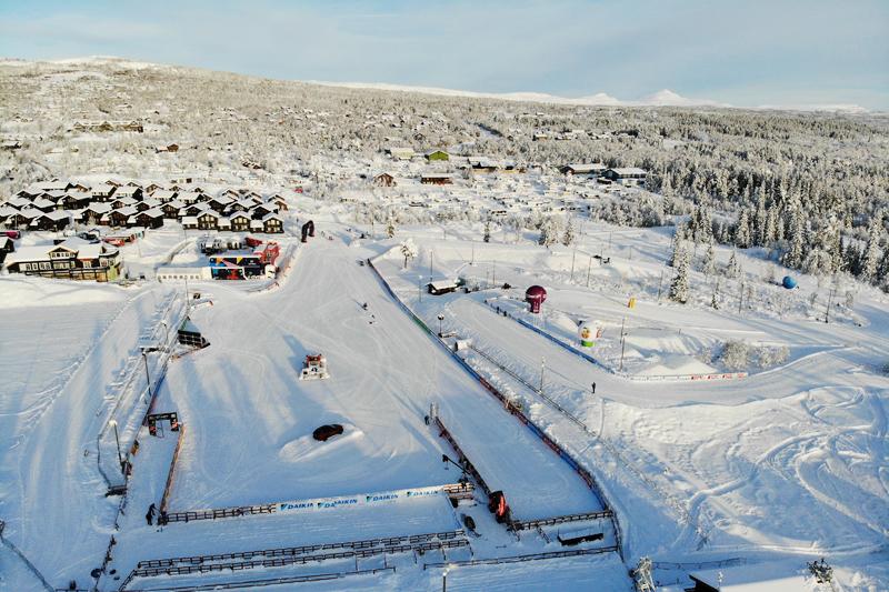 Drømmeforhold foran Beitosprinten 2019, nasjonal åpning i langrenn. Bildet viser stadion på Beitostølen og området rundt. Dronefoto: Kåre Weeg.