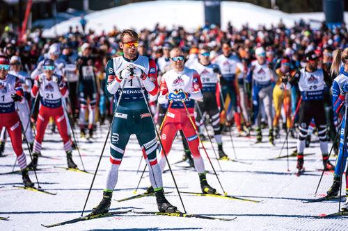 Petter Northug fremst i det store startfeltet under Janteloppet 2019, til 2020-utgaven ventes det enda flere skiløpere på alle nivåer til den store skifesten. Foto: Olav Stubberud / Red Bull Content Pool.