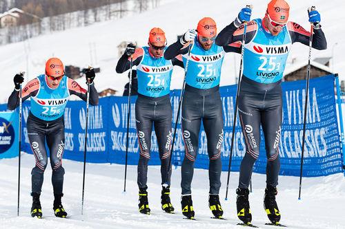 Anders Aukland er her nummer 2 fra venstre i Team Ragde Eiendom på vei mot raskeste tid blant herrene i lagtempoen under Pro Team Tempo i Livigno som åpnet Visma Ski Classics 2019-2020. Foto: Magnus Östh/Visma Ski Classics.