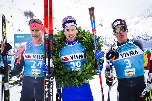 Herrepallen i La Venosta som inngår i Visma Ski Classic. Fra venstre: Petter Eliassen (2. plass), Ermil Vokuev (1) og Morten Eide Pedersen (3). Foto: Magnus Östh/Visma Ski Classics.