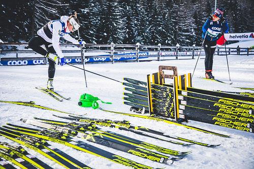 Maiken Caspersen Falla med smøre- og racingservice under Tour de Ski og verdenscupen i langrenn. Foto: Modica/NordicFocus.