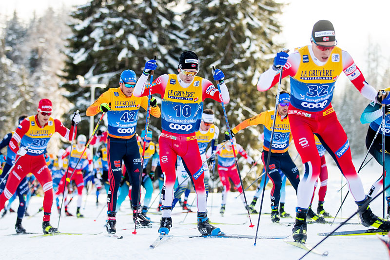 Fellesstart i Tour de Ski. Foto: Modica/NordicFocus.
