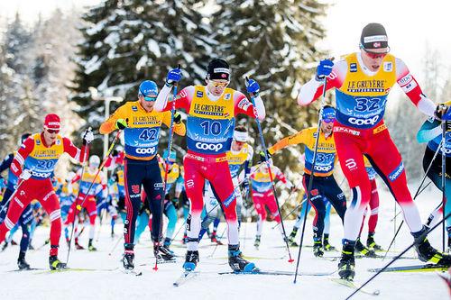 Fellesstart i Tour de Ski. Foto: Modica/NordicFocus.