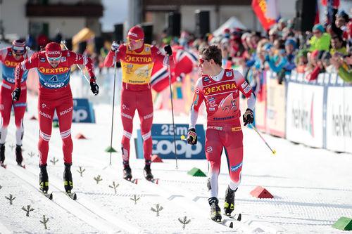 Johannes Høsflot Klæbo inn til kontrollert sprintseier på nest siste etappe av Tour de Ski 2019-2020. Foto: Modica/NordicFocus.