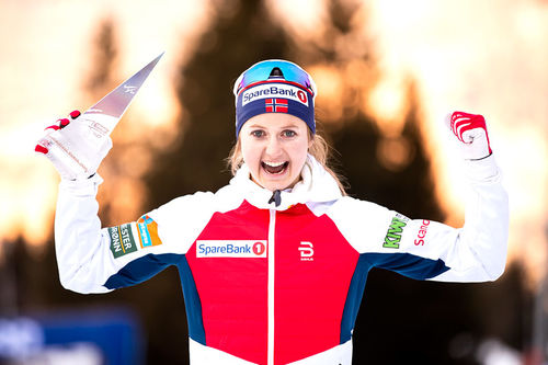 Ingvild Flugstad Østberg jubler etter å ha sikret pallplass i Tour de Ski 2019-2020. Foto: Modica/NordicFocus.