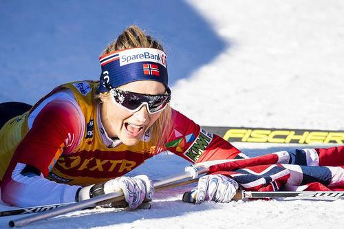 Therese Johaug har akkurat gått i mål som vinner av Monsterbakken i Tour de Ski og hele Touren totalt for 2019-2020-utgaven. Foto: Modica/NordicFocus.