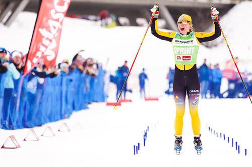Lina Korsgren inn som suveren vinner av Visma Ski Classics-rennet Kaiser Maximilian Lauf 2020. Foto: Magnus Östh/Visma Ski Classics.