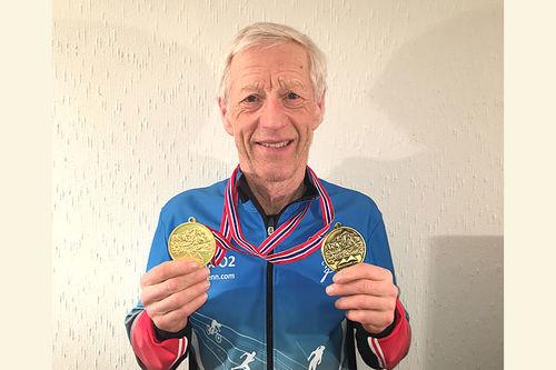 Richard Kringhaug med gullmedaljer fra Veteran-VM, Masters World Cup, på Beitostølen 2019. Foto: Geir Nilsen/Langrenn.com.