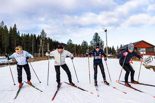 Norges raskeste - Ludvig Søgnen Jensen (andre fra venstre), er blant de ca. 100 deltagerne som står på start under World Sprint Series i Trysil. Her fra en treningssamling Ludde gjennomførte i Trysil. Foto: Jonas Sjögren.