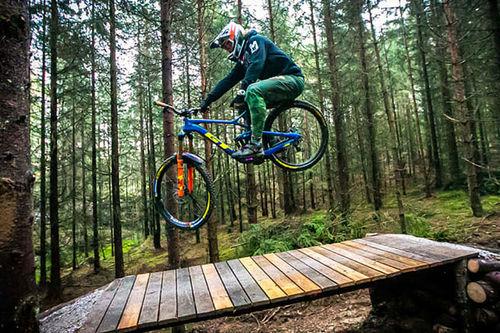 Brage Vestavik på sin nye GT-sykkel. Foto: Mayhemedia.