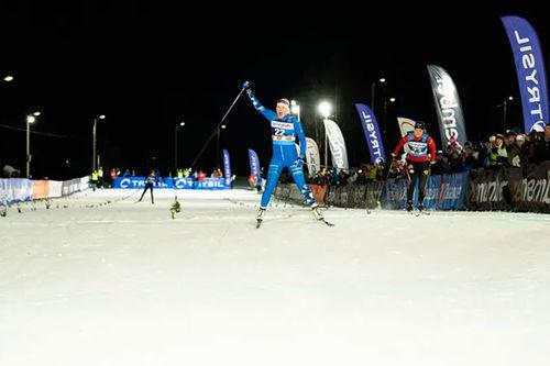 Jackline Lockner feirer seier under World Sprint Series i Trysil 2020. Foto: Jonas Sjögren