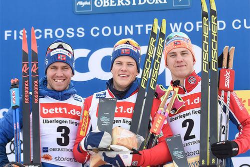 Herrenes seierspall på sprinten under Prøve-VM 2020 i Oberstdorf. FV: Pål Golberg (2. plass), Johannes Høsflot Klæbo (1) og Erik Valnes (3). Foto: Thibaut/NordicFocus.