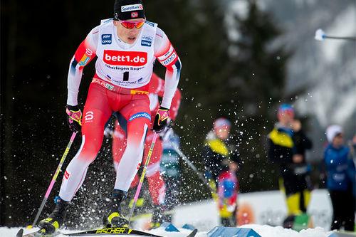 Johannes Høsflot Klæbo slår her tilbake med seier på verdenscupsprinten i Oberstdorf etter å ha brutt rennet dagen i forveien. Foto: Thibaut/NordicFocus.