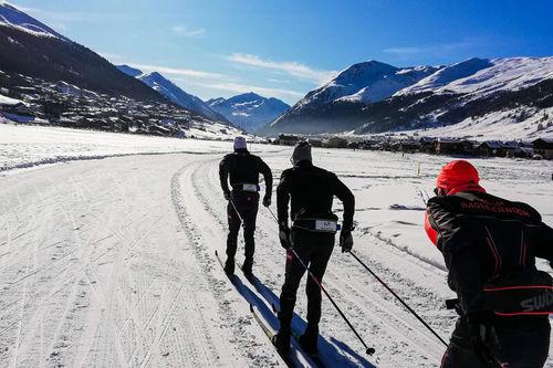 Team Ragde Eiendom ute på trening i forbindelse med  konkurranser i Visma Ski Classics 2019-2020. Tord Asle Gjerdalen er nærmest kameraet. Foto: Team Ragde Eiendom.