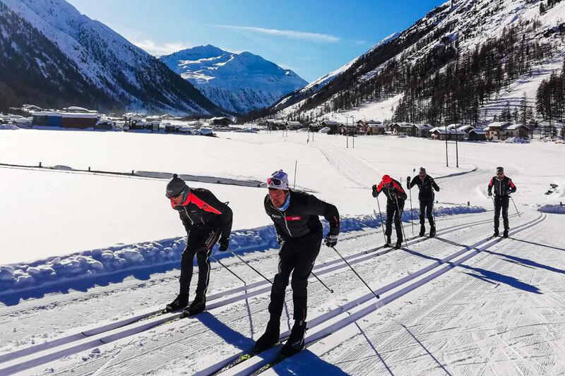 Team Ragde Eiendom ute på trening i forbindelse med  konkurranser i Visma Ski Classics 2019-2020. Foto: Team Ragde Eiendom.