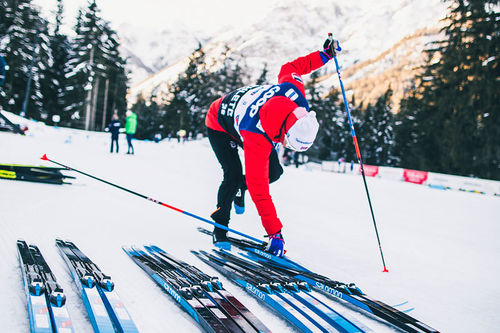 Kari Øyre Slind tester utstyr og teknikk under Tour de Ski. Foto: Modica/NordicFocus.