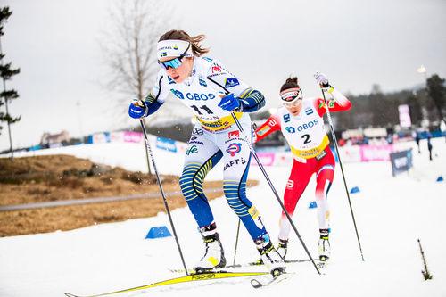 Ebba Andersson med Heidi Weng på bakskiene. Foto: Modica/NordicFocus.