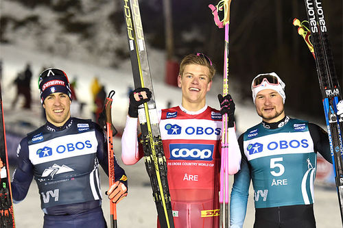 Herrenes seierspall på tredje etappe av Ski Tour 2020, sprint i Åre. FV: Federico Pellegrino (2. plass), Johannes Høsflot Klæbo (1) og Jay Renaud (3). Foto: Thibaut/NordicFocus.