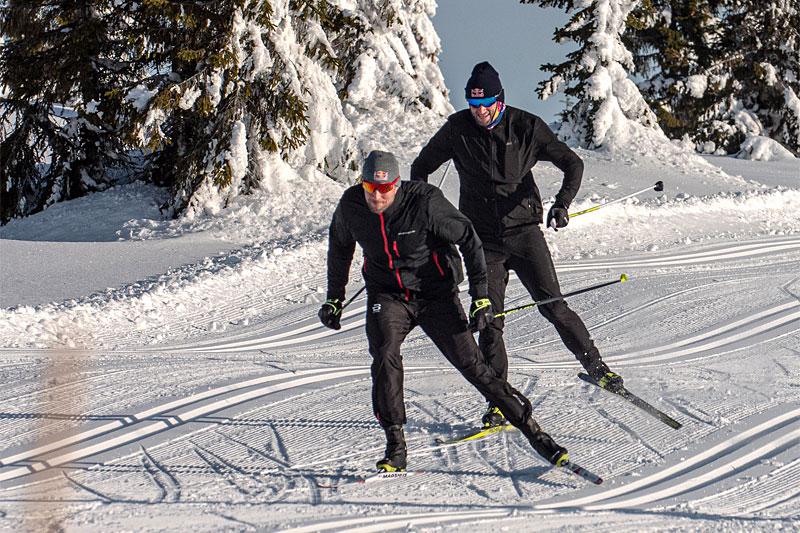 Aksel Lund Svindal ligger i front og Petter Northug følger like bak i deres treningssamarbeid mot Red Bull Janteloppet 2020. Jeppe Solberg / Red Bull Content Pool.