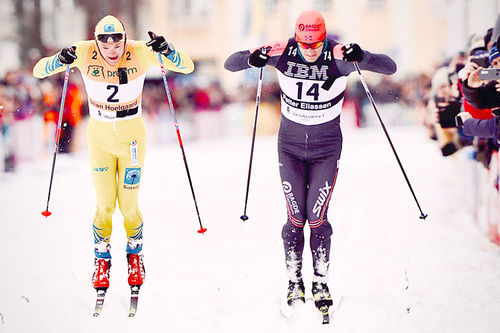 Petter Eliassen (th) avgjør Vasaloppet 2020 rett foran målstreken gjennom å slå Stian Hoelgaard i spurten hvor de to var eneste løpere. Foto: Magnus Östh / Visma Ski Classics.