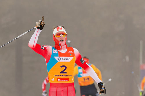 Ansgar Evensen jubler over gullmedalje på sprinten under Junior-VM i Oberwiesenthal 2020. Foto: Marko Unger / Studio2media.