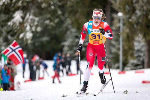 Helene Marie Fossesholm på vei mot gull under Junior-VM i Oberwiesenthal 2020. Foto: Marko Unger / Studio2media.