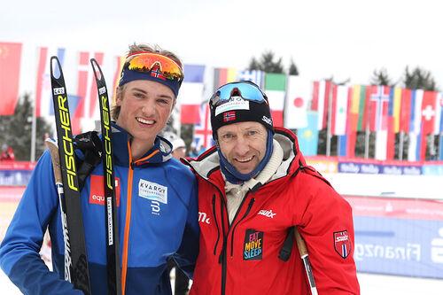 Lars Agnar Hjelmeset og pappa Odd-Bjørn på Junior-VM 2020 i Oberwiesenthal. Foto: Erik Borg.