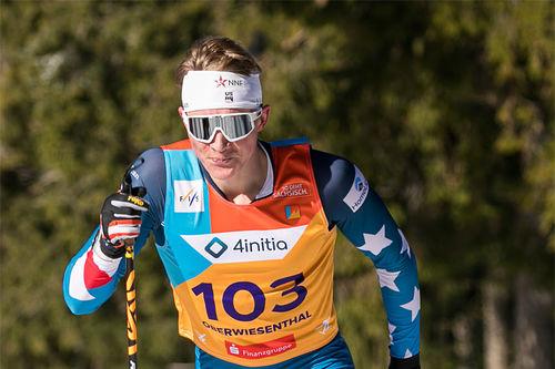 Gus Schumacher på vei mot gull på 10 km klassisk under Junior-VM 2020 i Oberwiesenthal. Foto: Marko Unger / Studio2media.