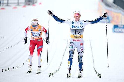 Verken Therese Johaug eller Frida Karlsson, hvor sistnevnte her jubler over seier på 3-mila i Holmenkollen 2020, blir å se under verdenscupavslutningen 2020 i Canmore. Foto: Modica/Nordic Focus.