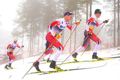 Didrik Tønseth, Johannes Høsflot Klæbo og Martin Johnsrud Sundby er godt plassert i feltet under 5-mila i Holmenkollen 2020. Foto: Thibaut/NordicFocus.