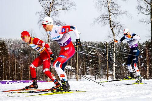 Eirik Brandsdal kniver med Alexander Bolshunov i sprinten under verdenscupen i Drammen 2020, som for anledningen var flyttet opp til Konnerud. Foto: Modica/NordicFocus.