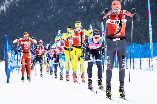 Feltet med Tord Asle Gjerdalen i spissen under Visma Ski Classics-rennet Kaiser Maximilian Lauf. Foto: Visma Ski Classics / Magnus Östh.