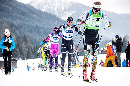 Stian Berg fører an i klynga under Ski Classics-rennet Marcialonga. Foto: Modica/NordicFocus.