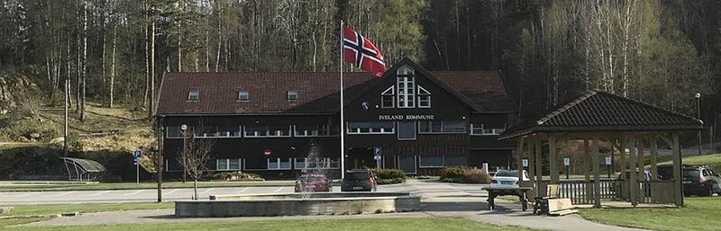 Kommunehus-flagg_8.mai