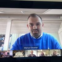 Marius Chramer i nettmøte med Guri Melby