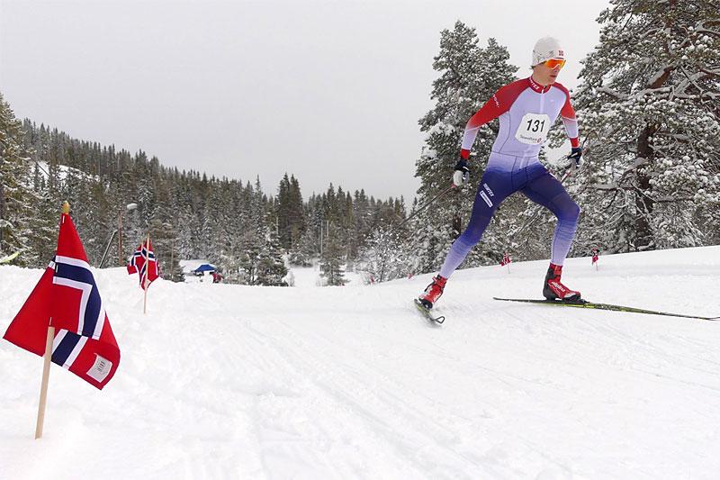 Trondhjems Skiklub kunne invitere til 14,5 km langt skirenn under magiske forhold i Bymarka 16. mai 2020. På bildet ser vi junioren Henrik Wist fra Byaasen Skiklub. Arrangørfoto.