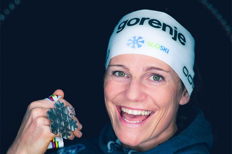 Katja Visnar med medalje fra VM Seefeld 2019. Foto: Modica/NordicFocus.