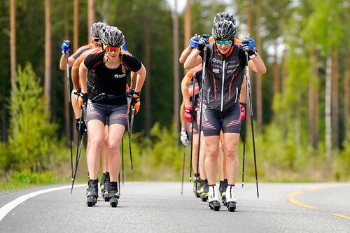 Marit Bjørgen ute på trening med Team Ragde Eiendom. Foto: Børre E. Helgerud.