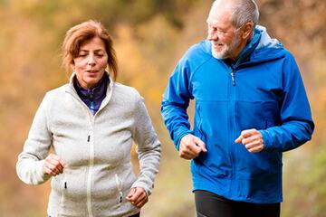 bs-seniors-jogging-159036797-400